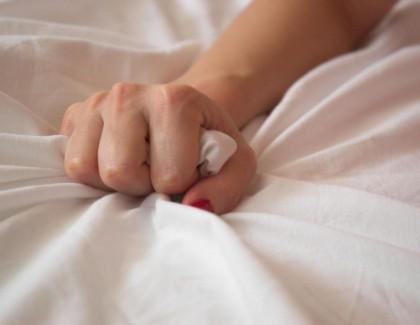 Mais pourquoi les femmes simulent-elles au lit?