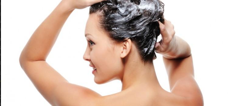 Recettes et masques : la nature soigne les cheveux