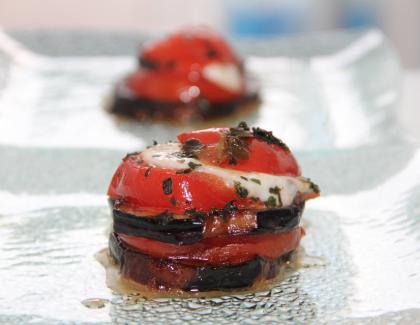 Millefeuille d'aubergines, tomates et mozzarella gratiné