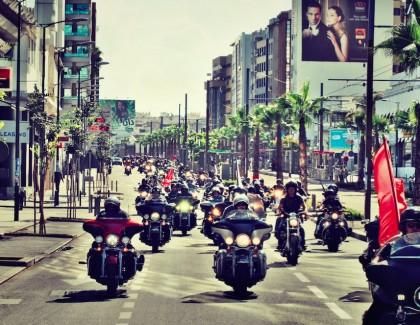 300 harleyistes célèbrentla mythique Harley-Davidson!