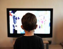 Enfants : pas trop longtemps devant la télé