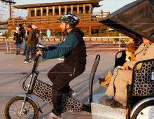 Des vélos-taxis dans lesrues de Rabat
