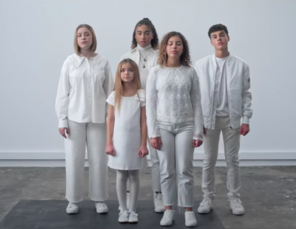 """Les Kids United chantent  """"Take a Stand"""""""